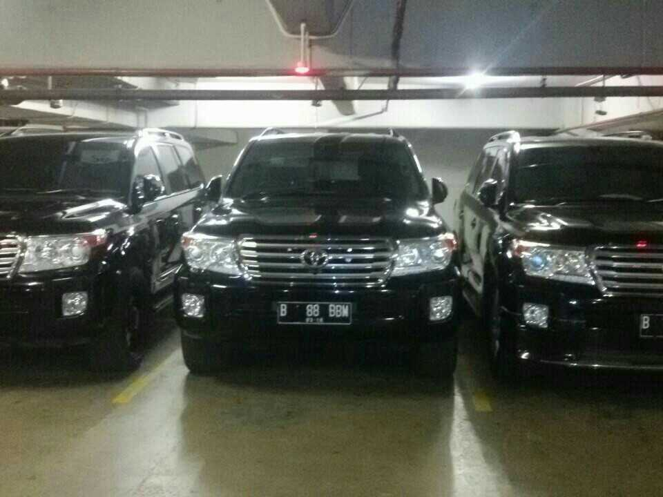 sewa land cruiser, sewa land cruiser, rental land cruiser, sewa mobil toyota land cruiser, RENTAL MOBIL MEWAH, SEWA MOBIL PENGANTIN, WEDDING CAR